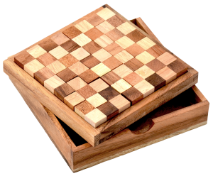 Chess Puzzle Box Pentominoes aus Holz in großer Holzbox in den Maßen 14,0 x 14,0 x 3,3 cm, monkey pod puzzle